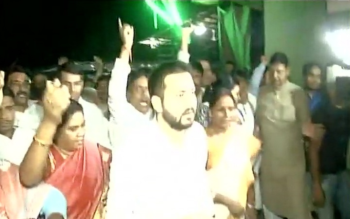 Tejashwi Yadav marches towards Raj Bhavan